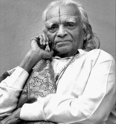 BKS Iyengar a Padma Vibhusan-díj kitüntetettje