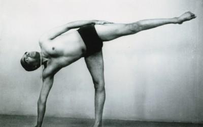 Nyújtott lábak az Iyengar jógában